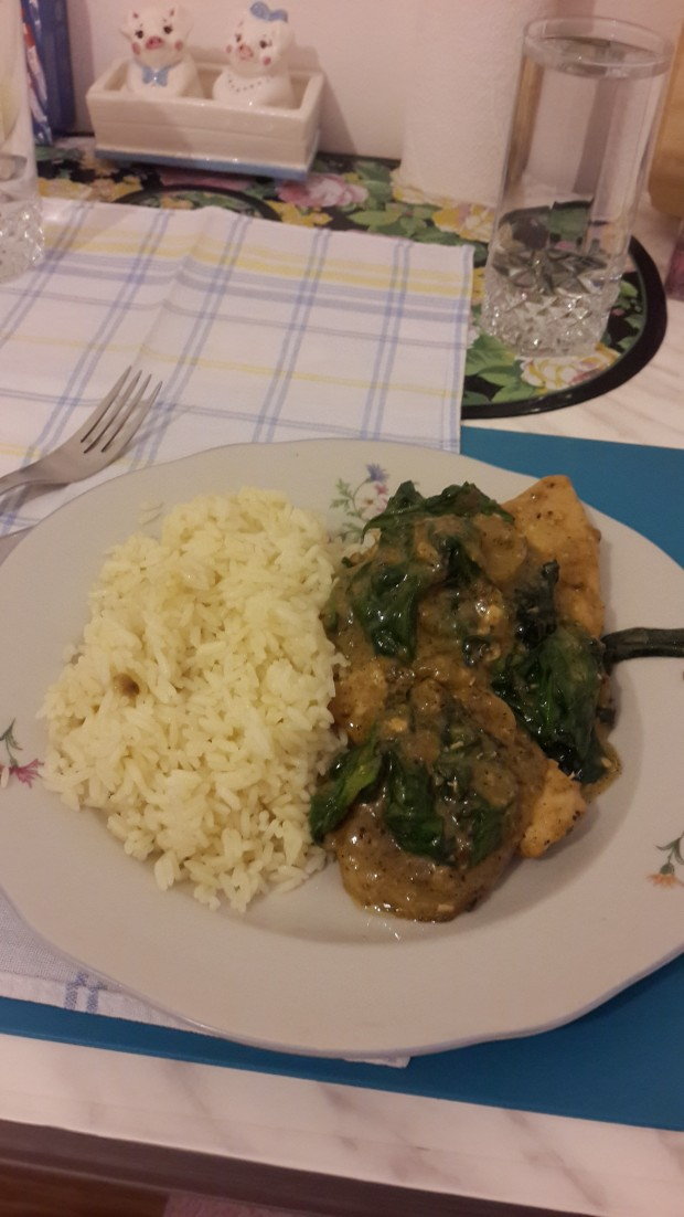 Turkey breast in spinach creamy sauce with white rice
